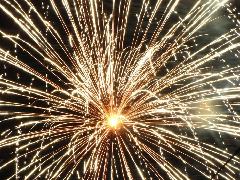 Fiesta y ruido, fuegos artificiales
